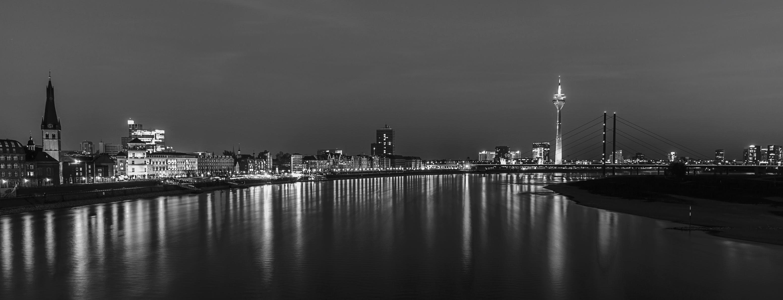 Düsseldorf bei nacht panorama